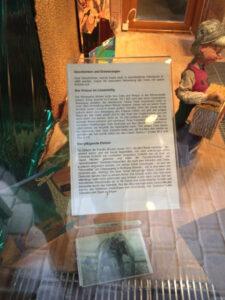 Im kleinen Museum eine Infotafel, die von den Ackerelefanten berichtet