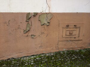 Abblätternde Hauswand