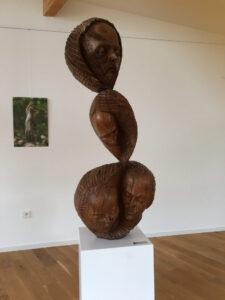 Holzskulptur von Josef Pyrz im Centre d'Arts in Schorbach