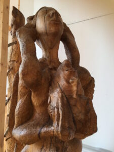 Weitere Holzskulptur von Josef Pyrz im Centre d'Arts in Schorbach