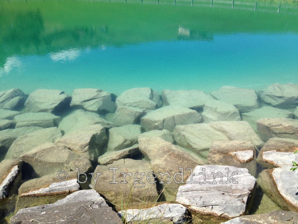 Der See von nahe, Steine am Ufer.