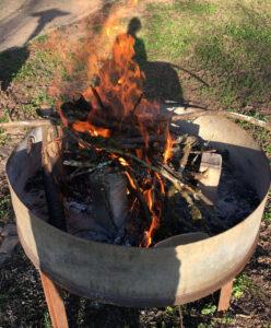Das Feuer in der Feuerschale, mein Schatten und ich